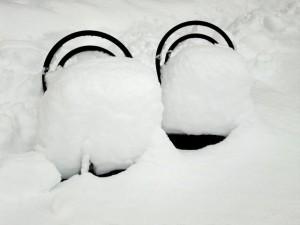 unzählige Schneekristalle haben auf den Sesseln platz genommen