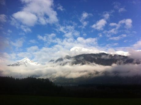 Allen sei gewünscht, dass die Wolken des Alltags verschwinden und der Frühling wieder Einzug hält.